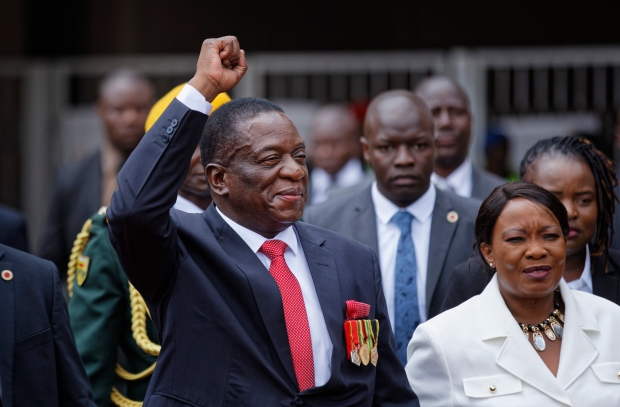 Emmerson Mnangagwa sworn in as Zimbabwe's President