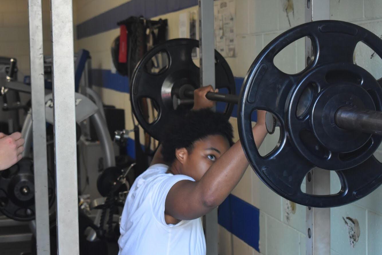 Powerlifting team strengthens bonds