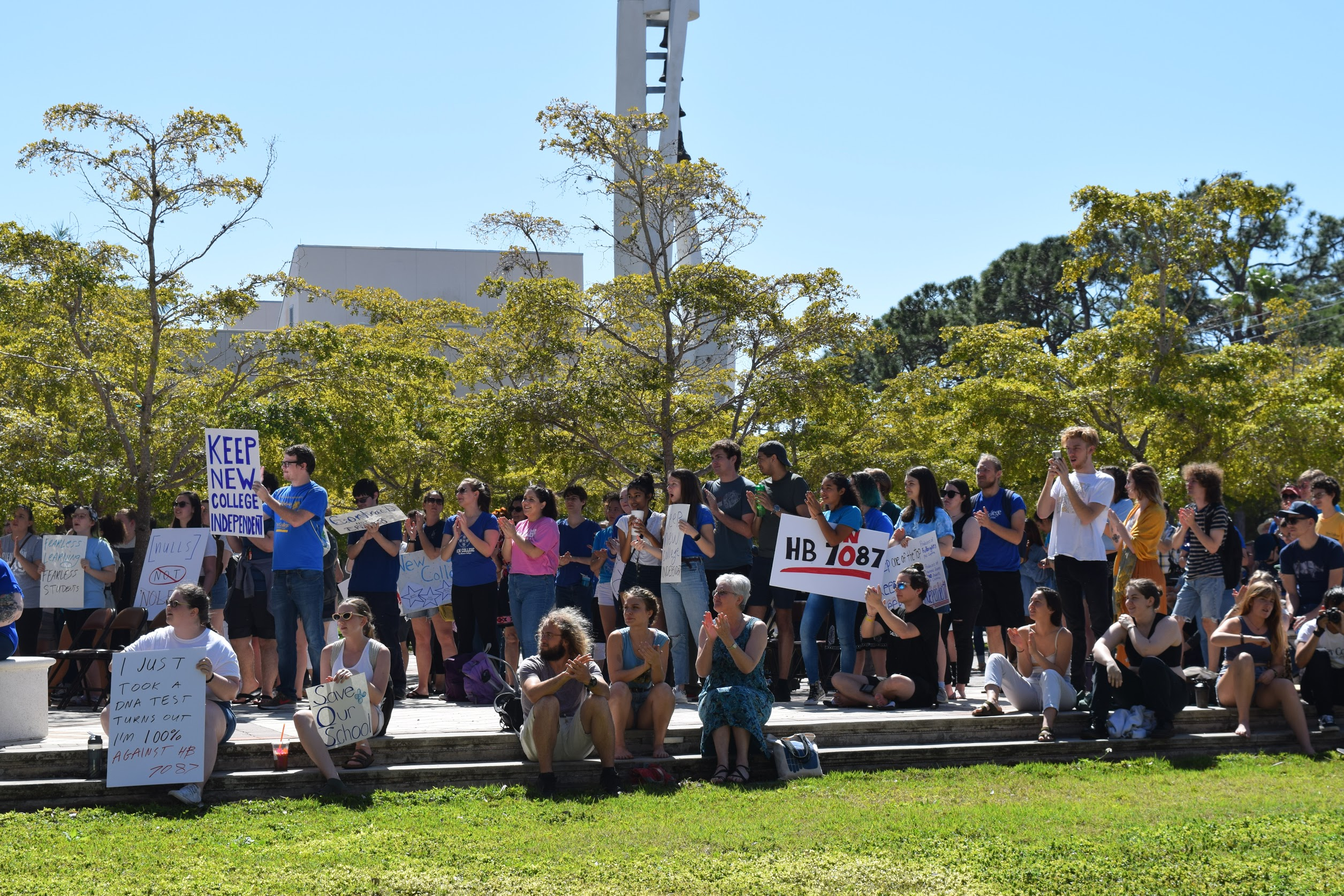 Students gather in support of New College's independence