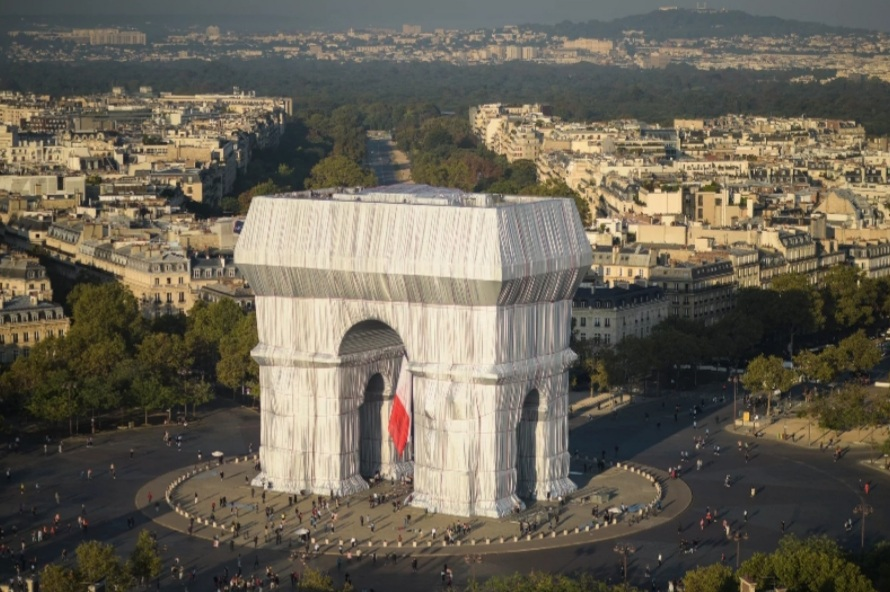 That's A Wrap: Christo and Jeanne-Claude's L'Arc de Triomphe, Wrapped